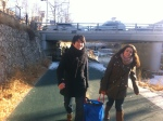 Seho and Lydia carrying the supplies back from Christmas brunch (we had to pool our cutlery, pots and plates..)